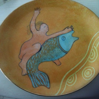 Small plate well decorated with a woman and a fish - Pottery