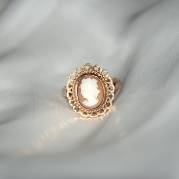 9K (375) Gold Vintage Cameo Ring