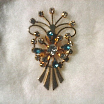 Gold Tone Rhinestone Brooch-Pendant /Unknown Maker/Circa 20th Century - Costume Jewelry