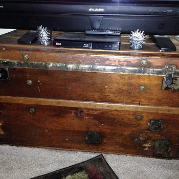 Help? Any one have details on who makes these? ERA?  - Furniture