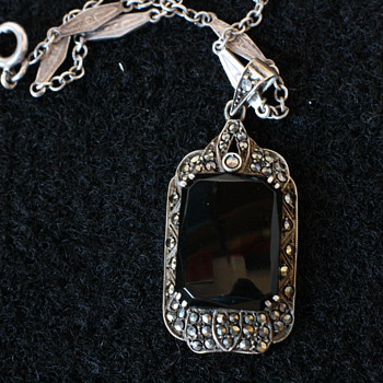 Art deco marcassite and onyx silver pendant - Fine Jewelry