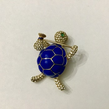 Ciner Turtle - Costume Jewelry
