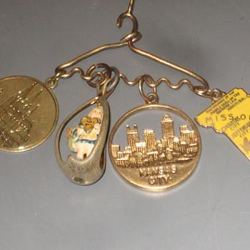 Gold Lockets/Pendants