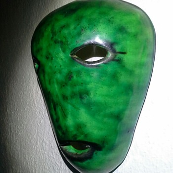 Accolay wall mask from outer space - Pottery