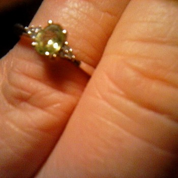 "Parking Lot Find !/Tiny 2 Gram 10K White Gold ""Peridot & Diamond"" Promise Ring/ Circa 20-21st Century"