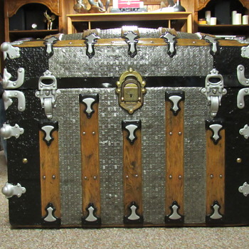 1890's fancy metal covered trunk, Vulcan lock by Yale & Towne. - Furniture