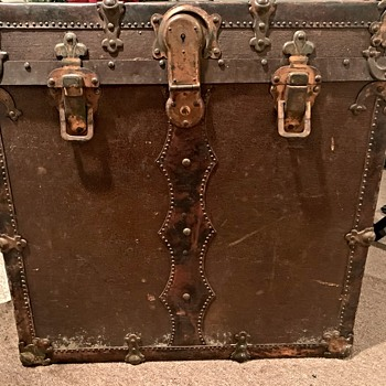 Unknown trunk - Furniture