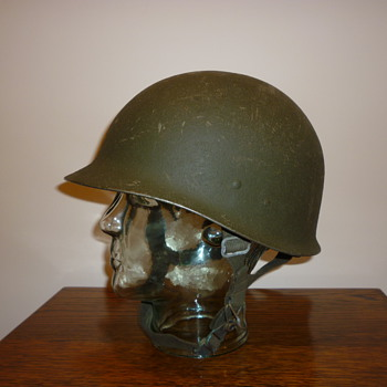 An M1A1 Modifiziert Stahlhelm of 1985. German. - Military and Wartime