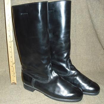 Ho Ho Ho! East German Jack Boots spread the Joy - Military and Wartime