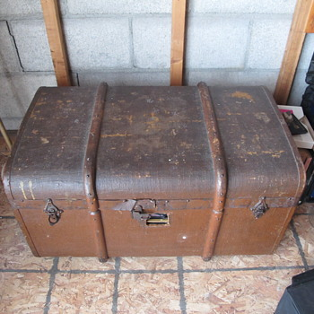 A trunk I thought was worthless, but kept because I love old trunks - Furniture