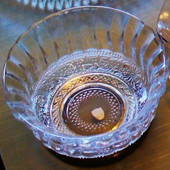 Fleur De Lis Berry Bowl and Serving Bowl - Glassware