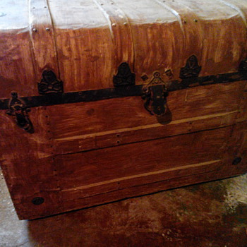 1930s rainfall top Yale and towne trunk - Furniture