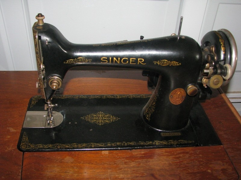 Singer Sewing Machine In Need Of TLC Collectors Weekly Inspiration 100 Year Old Singer Sewing Machine Value