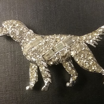 Pell pointer dog brooch  - Costume Jewelry