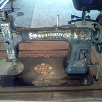 1900's Family White Rotary Treadle sewing machine