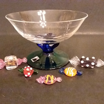 Atelier Morava small footed bowl with candies by Jiri Vosmik - Art Glass