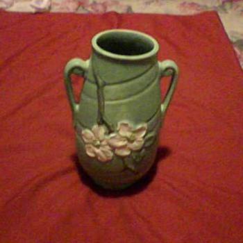 A WELLER VASE - Pottery
