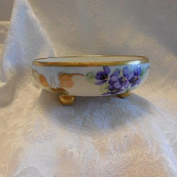 Vintage T & V Limoges France Small Porcelain 3 Ball Footed Bowl Another Look For Gillian! :^) - China and Dinnerware