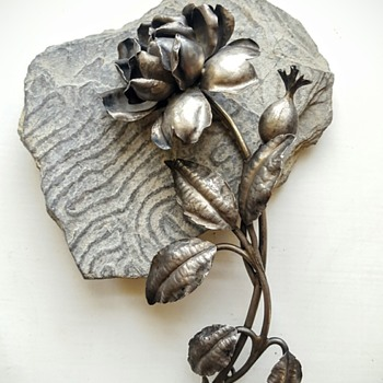 Huge art nouveau silver rose stem brooch, signed Lexcellent. - Fine Jewelry