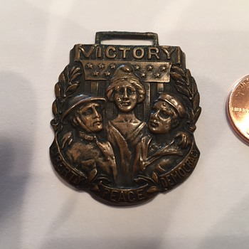 "Unidentified medal with words ""Victory, Liberty, Peace, Democracy"" on it - Pocket Watches"