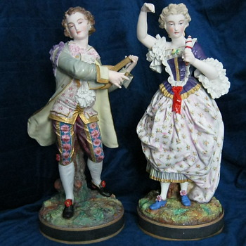 RENISSANCE FIGURINE PAIR - Pottery