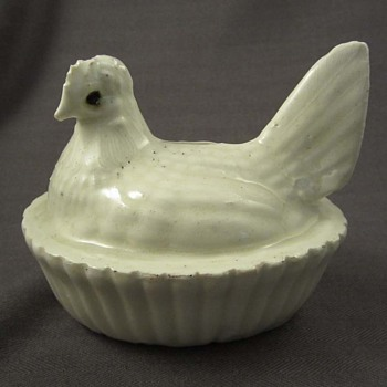 White Porcelain? Hen on Nest Bank - Coin Operated