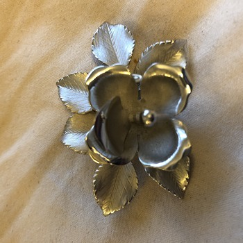 Unsolved Mystery Brooch mark - Costume Jewelry