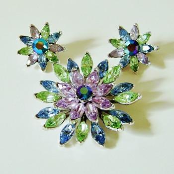 Trifari Brooch Set - Costume Jewelry