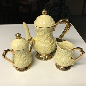 Tea set from the 1960's - China and Dinnerware
