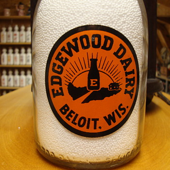 TWO COLOR QUART BABY TOP FROM EDGEWOOD DAIRY BELOIT WISCONSON - Bottles