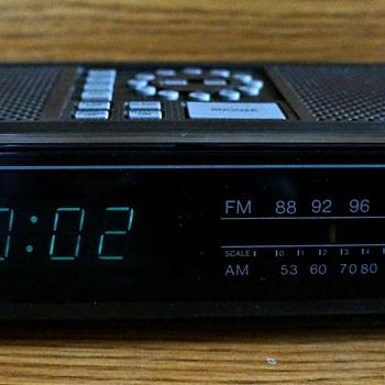 Toshiba RC-K4 AM/FM Clock Radio - Clocks