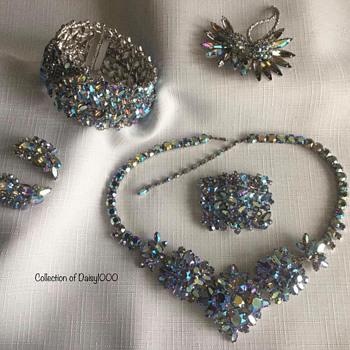 Sherman Jewelry Parure — Starlight ... and a Starlight Spider - Costume Jewelry