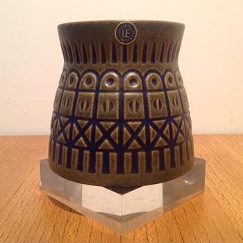 IRIS - MARI SIMMULSON 7002M    - Pottery