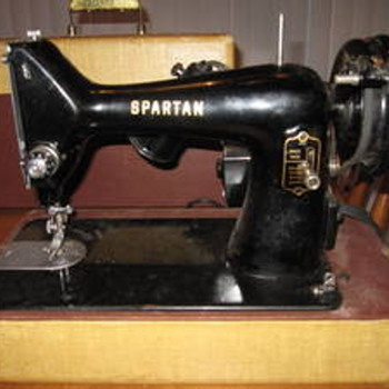 Singer Spartan Vintage Black Sewing Machine with Carry Case. 192 K. Model RFJ9-8 - Sewing