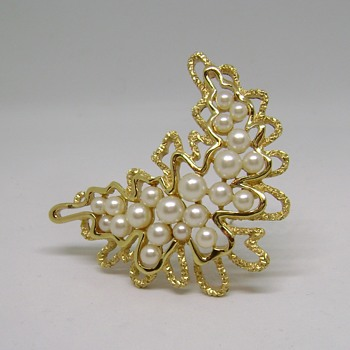 Rare Trifari Pearl Brooch - Costume Jewelry