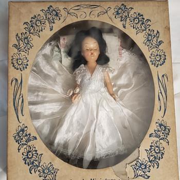 A&H 7½ plastic bride doll - Dolls