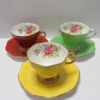 Foley Bone China - Cups and Saucers in Tulip Pattern - China and Dinnerware