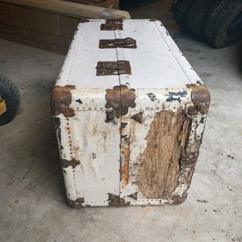 Likly luggage steamer trunk  - Furniture