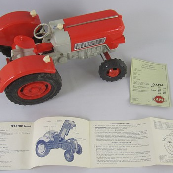 Gama Tractor Model #8015 - Model Cars