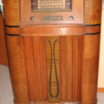 General Electric Stand Up Wooden Radio - Radios