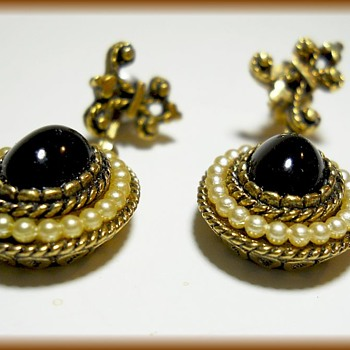 1970's - AVON EARRINGS - Dangle with Fleur-de-lis - Costume Jewelry