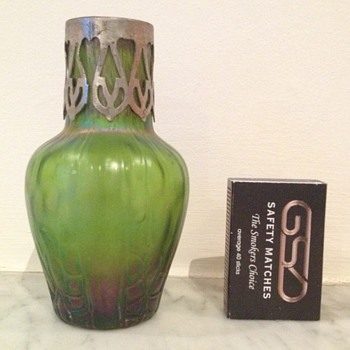 Small Kralik honeycomb panel bud vase with metal collar. - Art Glass