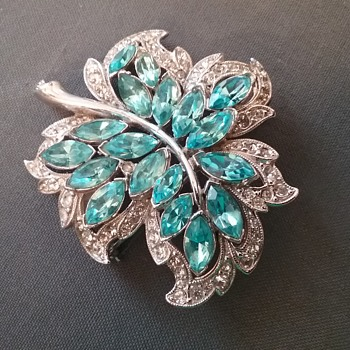 Bogoff leaf brooch  - Costume Jewelry