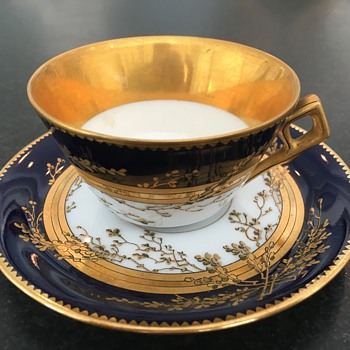 miniature gold plated, cobalt blue and white demitasse cups/saucers - China and Dinnerware
