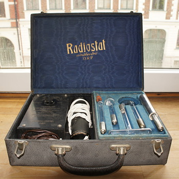 Radiostat Electrotherapy Violet Ray Medical Quack Device 1930s