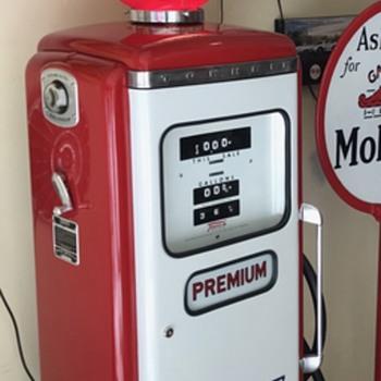 50's Tokheim Mobilgas special gas pump .  - Petroliana