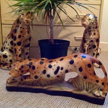 Beautiful ceramic stalking leopard - Figurines