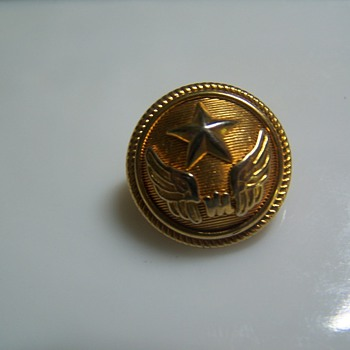 Button with star & wings