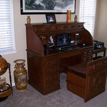 Roll top desk ... 19??. Any one. - Furniture
