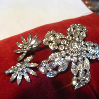 SHERMAN STAR of ICE - Costume Jewelry